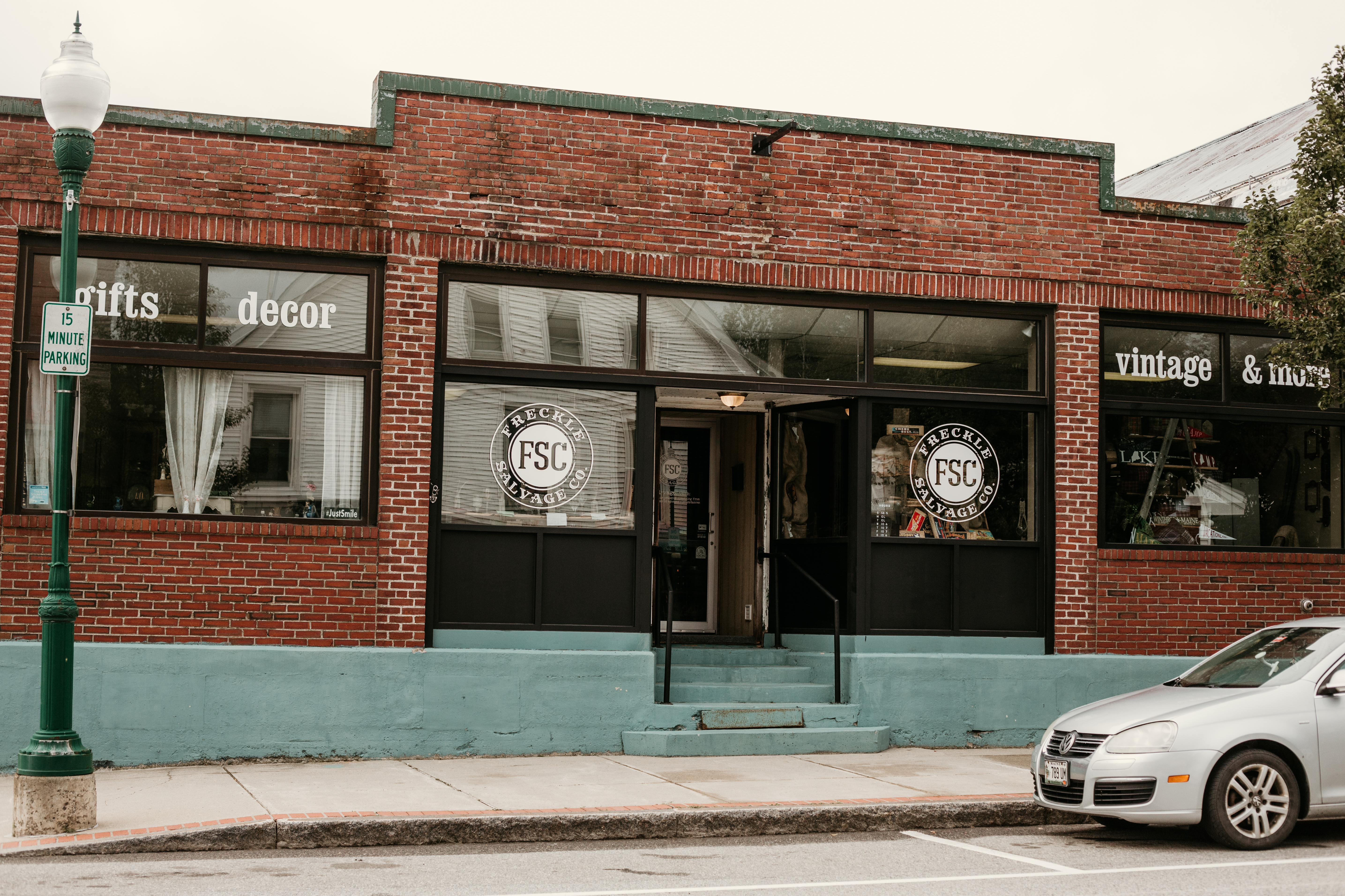 Freckle Salvage Company, Exterior